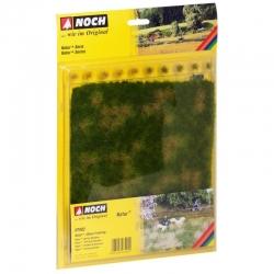 Letní louka s trsy trávy 22x20cm