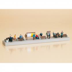 H0 doplňky na nástupiště i figurkami (nebarvené)