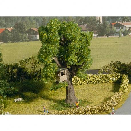 N strom s domkem na stromě